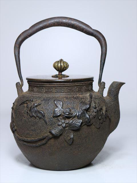 ⑫◆釜師造 斑紫銅蓋 高盛蔓花蝙蝠図鉄瓶◆煎茶道具