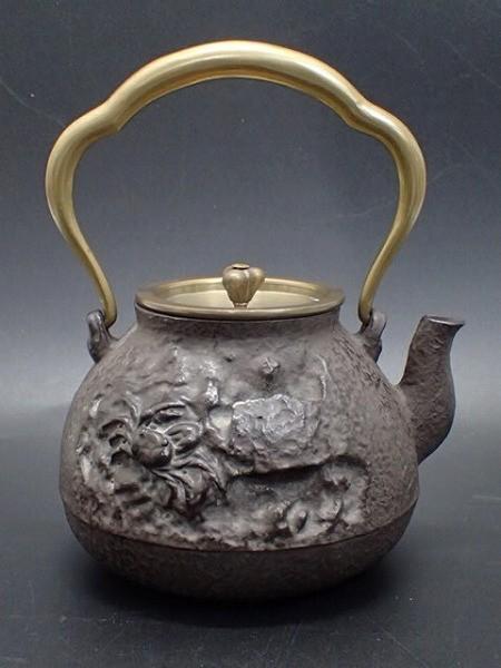 1731e/601C□亀文堂造 鉄瓶 蟹 時代物 煎茶道具 中古良品