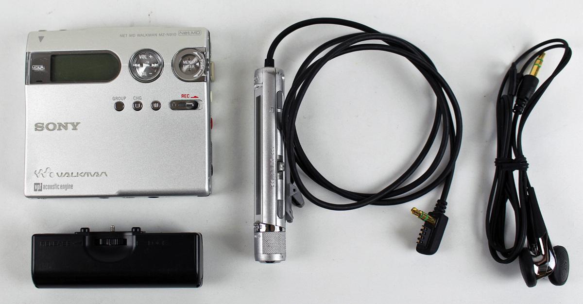 ◆ジャンク品◆MDウォークマン MZ-N910 ポータブルミニディスクレコーダー シルバー SONY/ソニー ※充電池端子部分に液漏れ、サビあり※